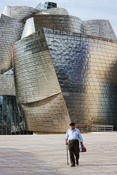 Guggenhim Bilbao, Spain Architect: Frank O. Future Buildings, Unique Buildings, Beautiful Buildings, Modern Architects, Famous Architects, Modern Architecture Design, Beautiful Architecture, Frank Gehry, Basque Country