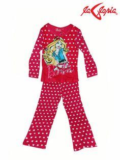 La tela de tu pijama debe tener una alta composición de algodón ya que esta fibra permite la transpiración durante la noche y funciona de manera térmica adaptándose a la temperatura, es decir, no genera exceso de calor ni frío.