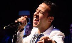 Martín Elías interpretó nueva canción en la coronación de la reina de la 44