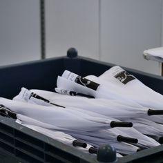 Ombrello automatico con struttura in acciaio e manico in plastica personalizzato in stampa serigrafica ad un colore. #serigrafia #stampaserigrafica #ombrellipersonalizzati #ombrelli