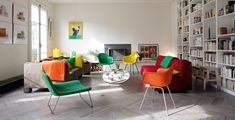 Elegant flamboyance, a modern color explosion in the Paris apartment of Jean and Marie Poires! The apartment's character is defined by color. The fixtures dominate in some rooms, while in others it gives life to textiles and other details. The walls are white, the floors faded, which allows a colorful decor in clear tones; green,…