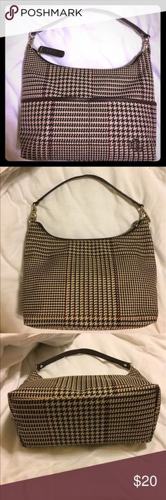 """Ralph Lauren purse 11"""" wide. 8"""" tall.  Excellent used condition. Two pockets in the front and one zipped pocket on the inside. It has a great, classic houndstooth pattern! Lauren Ralph Lauren Bags"""