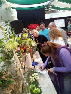 Sombrella toepassingen worden beoordeeld door duitse bloemisten op de opendagen bij lijnrijder Koen Heijl. Een praktisch marktonderzoek met  verhelderende klanten informatie als resultaat.