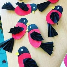 Colorful and fun twirling parrot craft for kids. Great bird craft for a jungle theme unit, fun kids crafts and jungle crafts for kids. Paper Crafts For Kids, Cat Crafts, Animal Crafts, Diy And Crafts, Arts And Crafts, Paper Crafting, Paper Birds, Art N Craft, Fish Art