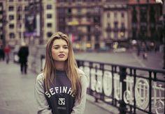 ¡¡A días tristes, …caras bonitas!! Modelos: Aitana Mateos (Bilbao). Ropa: Sweatshirt University plom  www.sefinhe.com