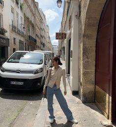 Jennie Kim in Paris Kim Jennie, Blackpink Fashion, Korean Fashion, Fashion Outfits, South Korean Girls, Korean Girl Groups, Oui Oui, How To Pose, Kpop Girls