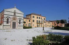 Villa Borbone Viareggio (lu) Toscana - Villa Borbone è posta al centro di una grande tenuta, a metà strada tra Viareggio e Torre del Lago. #TuscanyAgriturismoGiratola