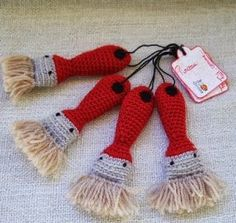Serial Crocheteuse 208 : un pinceau au crochet for men Marque-pages Au Crochet, Crochet Mignon, Crochet Scarf Easy, Crochet Baby Cardigan, Crochet Amigurumi, Crochet Gifts, Cute Crochet, Amigurumi Patterns, Crochet For Kids