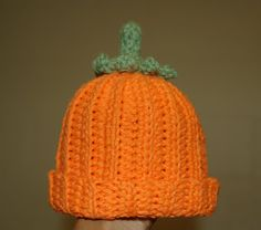 """Original pinner said, """"Get ready for óÓò Halloween Dreams óÓò early with this Pumpkin Beanie - Free Crochet Pattern. Another sweet share from livingthecraftlife.blogspot.com! ☀CQ #crochet #crafts #DIY Thanks so much for sharing! ¯\_(ツ)_/¯"""