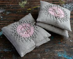 Lavendel Beutel--häkeln Motiv--2er set von namolio auf Etsy https://www.etsy.com/de/listing/229176331/lavendel-beutel-hakeln-motiv-2er-set