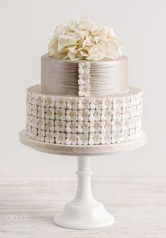 Wedding cake idea; Featured Cake: De la Creme Studio www.modwedding.com cake decorating ideas