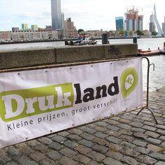 De dranghek banner, ideaal als reclame spandoek voor evenementen! Banners, Safety, Diy, Security Guard, Bricolage, Banner, Do It Yourself, Posters, Homemade