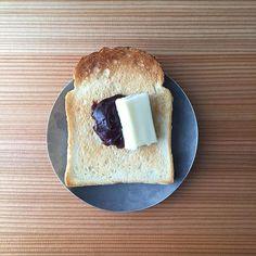 2016/07/18 09:34:39 yoco_mat あんとバターのバランスがおかしい事には、うすうす気付いています。あー美味しい♡ ・ ・ #バルミューダ #balmuda #パン #トースト #朝ごはん #バター #toraya #あんペースト