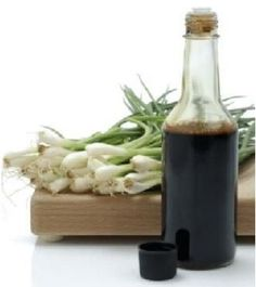Worcestershire sauce substitutions as well as seven homemade Worcestershire sauce recipes which you can use in case you are a vegetarian or vegan (as commercial Worcestershire sauces use anchovies). I never have this stuff when I need it. Vegan Sauces, Vegan Foods, Vegan Recipes, Chex Mix Recipes, Sauce Recipes, Bechamel, Worcestershire Sauce Substitute, Cooking Tips, Cooking Recipes