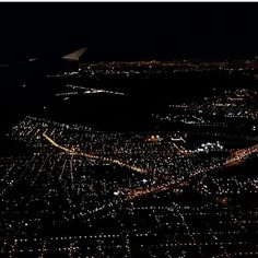 Buenos Aires desde el cielo. ●□●□●□●□●□●□● Buenos Aires from the sky. #cielo #sky #noche #night #avion #plane #airplane #viajes #viajar #travel #wanderlust
