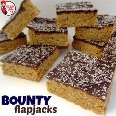 Bounty (Chocolate and Coconut) Flapjack Reipe - She Who Bakes Bounty Chocolate, Chocolate Flapjacks, Chocolate Flavors, Tray Bake Recipes, Bakery Recipes, No Bake Desserts, Dessert Recipes, Yummy Things To Bake, Flapjack Recipe