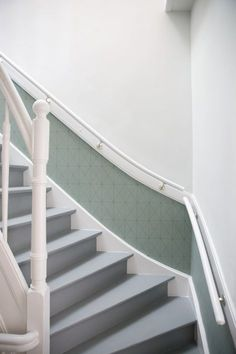 Femkeido | Femkeido Projects: Herenhuis Den Haag Interior Design Advice, Interior Design Living Room, Living Room Designs, Painted Staircases, Painted Stairs, Open Trap, Hallway Colours, Stair Walls, House Stairs