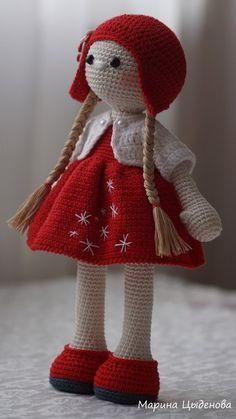 Куколка свободна!<br>Готова переехать в новый дом за 1200 руб.<br>Кто желает приобрести пишите в ЛС.<br>Платье на снимается, только жакетик и шапочка снимаются!<br>#Рукоделки #ИгрушкиМариныЦыденовой #КуколкиАмигуруми