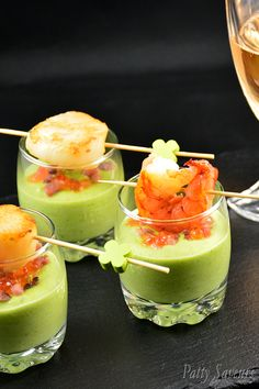 green peas dip and scallops, pea puree and scallops Appetizing Green Peas Dip and Scallops! Creamy green peas puree with scallops or shrimps, topped with salmon caviar and bacon chips, a very flavorful appetizer or cocktail food ready in no time! Appetizers For A Crowd, Seafood Appetizers, Appetizers For Party, Appetizer Recipes, Fish Recipes, Seafood Recipes, Drink Recipes, Bacon Chips, Salmon Caviar