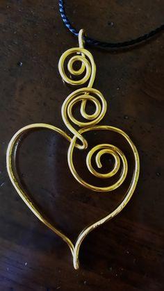 Pendente a forma di cuorein alluminium wire gold - 2016 febbraio