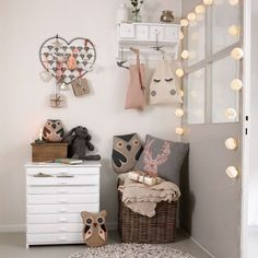 Love the way the room is set up, the backet with the blanket and pillows, the jewelry hanger, and the bag hanger with drawers. I could definitely make a DIY out of this. #Christmas #thanksgiving #Holiday #quote