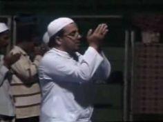 Muslim Syiah Sampang Shalat di Pengungsian 2012