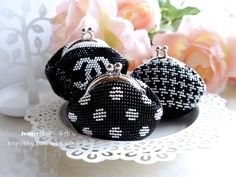 Marvelous Crochet A Shell Stitch Purse Bag Ideas. Wonderful Crochet A Shell Stitch Purse Bag Ideas. Crochet Coin Purse, Crochet Purse Patterns, Crochet Pouch, Crochet Purses, Embellished Purses, Beaded Purses, Beaded Bags, Crochet Shell Stitch, Bead Crochet