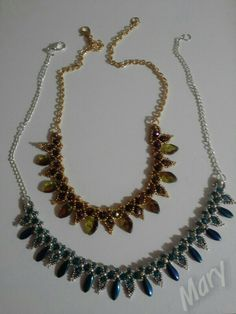Esmeralda leaf collar di Hollybird beads