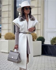 Oct 2019 - Photo October 22 2019 at womens fashion style hats shoes minimal simple dress ootd summer comfortable for her ideas tips street Fashion Looks, Work Fashion, Fashion 2020, Fashion Tape, Fashion Sites, Fashion Beauty, Classy Outfits For Women, Trendy Outfits, Clothes For Women