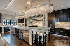 It's a kitchen that glitters... WANT.