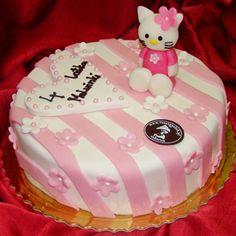 Różowiutki i mikołajkowy tort ze słodkim kociakiem!