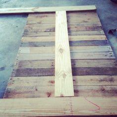 Pallet headboard - next weekend! Pallet Crafts, Diy Pallet Projects, Home Projects, Wood Crafts, Pallet Ideas, Pallet Furniture, Home Furniture, Do It Yourself Furniture, Pallet Designs