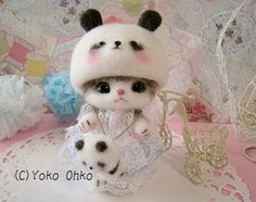 Needle felted cat with panda hat on. By Yoko Ohko of Cafe de yomofelt - aka *Drymint Needle Felted Cat, Needle Felted Animals, Felt Animals, Cute Animals, Roving Wool, Wool Felt, Felted Wool Crafts, Felt Cat, Soft Dolls