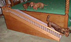 Here is an elegant solution made by hobby woodworker and dachshund . Dog Ramp For Bed, Pet Ramp, Dog Steps For Bed, Dog Stairs, Dog Furniture, Weenie Dogs, Dachshund Love, Sleeping Dogs, Pet Beds