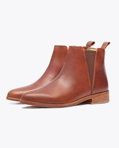 Nisolo Chelsea Boot Brandy – Made Trade Black Leather Shoes, Leather Boots, Your Shoes, New Shoes, Men's Clarks, Expensive Shoes, Thick Socks, Toe Shape, Womens Flats