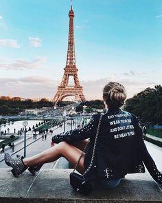 ¡Hooo - La -La -La! Gran #Foto en la eterna #CiudadLuz #París con la #TorreEffiel al centro y al fondo