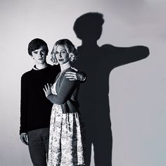 Freddie and Vera Norman Bates, Disney Channel, Bates Motel Season 5, Series Movies, Tv Series, Cartoon Network, Boy Best Friend, Vera Farmiga, Nerd