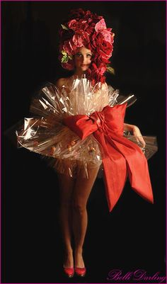 Bolli_Darling_Costume_Act_Bolli_Burlesque_Cupcake_Canape Darling