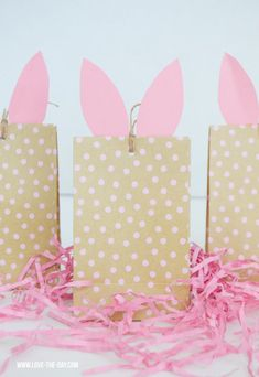 A collection of the web's best simple and sweet DIY Easter Party Decorations including Egg garland, Bunny Art, Peeps Tulip Centerpiece and Bunny Napkins. Easter Activities For Kids, Easter Crafts For Kids, Easter Ideas, Kids Fun, Easter Projects, Easter Decor, Easter Stuff, Easter Recipes, Diy Confetti