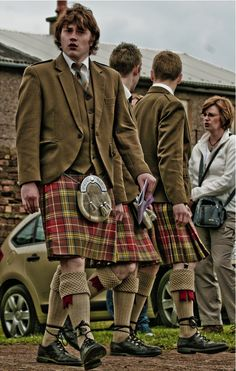 Kilts are worn by Roman Catholic men and boys on St. Patriciano's Day (March because Ireland is apart of Great Britain (UK) and also, because Celtic attire is Scottish Gaelic. The Irish Scottish Gaelic kilt is formal religious attire. Scottish Man, Scottish Kilts, Scottish Tartans, Scottish Dress, Scottish Gaelic, Scotland Kilt, Scotland History, Tartan Clothing, Men In Kilts