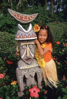 Disney Resort Hotels, Disney's Polynesian Resort - Guest With Tiki, Walt Disney World Resort