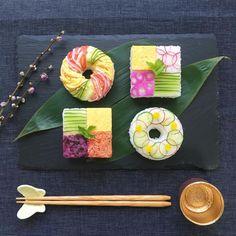 """牛乳パックでも作れる! """"詰めるだけ""""の「押し寿司」なら手軽に華やか♡ - LOCARI(ロカリ) Japanese Food Art, Japanese Dishes, Sushi Design, Food Design, Sushi Cake, Homemade Sushi, Bento Recipes, Food Decoration, Sushi Rolls"""