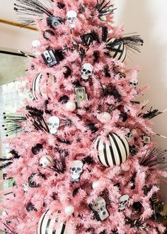🍬 Chew on this 🍬: bubble gum pink hues + vintage Hallowen goodies + our Pretty in Pink artificial Christmas tree make for oh-so-sweet start Halloween decorations.🎃 Treat yourself to a pink-tastic Halloween celebration with our pink artificial tree. Black Christmas Decorations, Creative Christmas Trees, Black Christmas Trees, Ribbon On Christmas Tree, Beautiful Christmas Trees, Colorful Christmas Tree, Christmas Tree Themes, Xmas Tree, Halloween Decorations