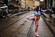 Performance on the street in Florence, Italy with Paula Fraile(Painting) / 2013 Photo by Ovidiu Batista