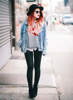 Le Happy wearing denim jacket and Brixton hat Grunge Outfits, Grunge Fashion, Look Fashion, 90s Fashion, Trendy Outfits, Fall Outfits, Cute Outfits, Womens Fashion, Fashion Tips