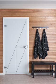 JELD-WENin Spa-malliston läpinäkymätön lasiovi Linja+ ja Liituraita-pyyhkeet Wardrobe Rack, Spa, Furniture, Home Decor, Homemade Home Decor, Home Furnishings, Interior Design, Home Interiors, Decoration Home