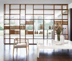 Porro Spa | <p>Versatile, intelligente, flessibile: System entra nella casa e nell'ufficio assecondando la personalità di chi li abita,