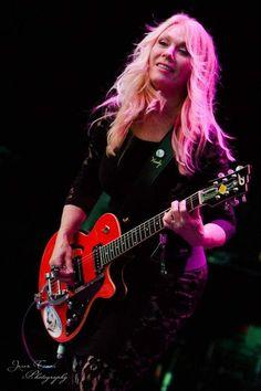 Nancy Wilson of Heart Guitar Girl, Music Guitar, Female Guitarist, Female Singers, Own Wilson, Nancy Wilson Heart, Wilson Sisters, Women Of Rock, Rock Legends