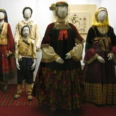 Skopelos costumes. http://1.bp.blogspot.com/_TQOQoc11s2M/S7u6MPavy5I/AAAAAAAAAGU/vSr2AGRAQhY/s1600/skopelos.costume.01.jpg