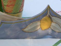 particolare dei decori con stoffe su ceramica e particolari in legno (35)